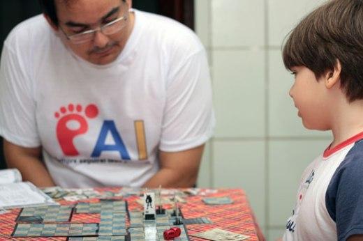 """Ele: """"papai, eu quero bater nos três de uma vez!"""" Eu: """"..."""""""