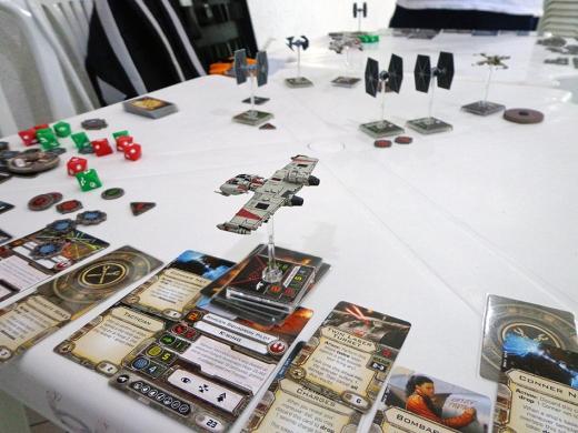 Cards, naves, dados, X-Wing está com tudo!